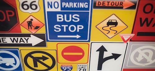 Безкоштовне стокове фото на тему «знаки, стіл, транзит»