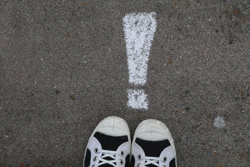 Бесплатное стоковое фото с восклицательный знак, парусиновые туфли