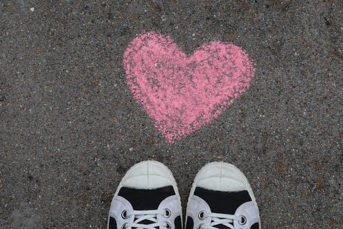 Бесплатное стоковое фото с парусиновые туфли, сердце
