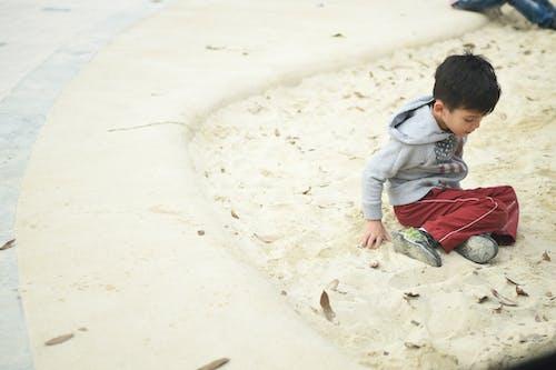 Kostenloses Stock Foto zu junge, kind, park, sand