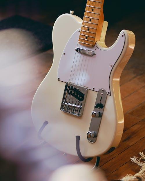 ahşap, bağbozumu gitar, elektrik, elektro gitar içeren Ücretsiz stok fotoğraf