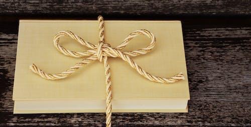 Fotobanka sbezplatnými fotkami na tému balenie, balenie daru, dizajn, drevený