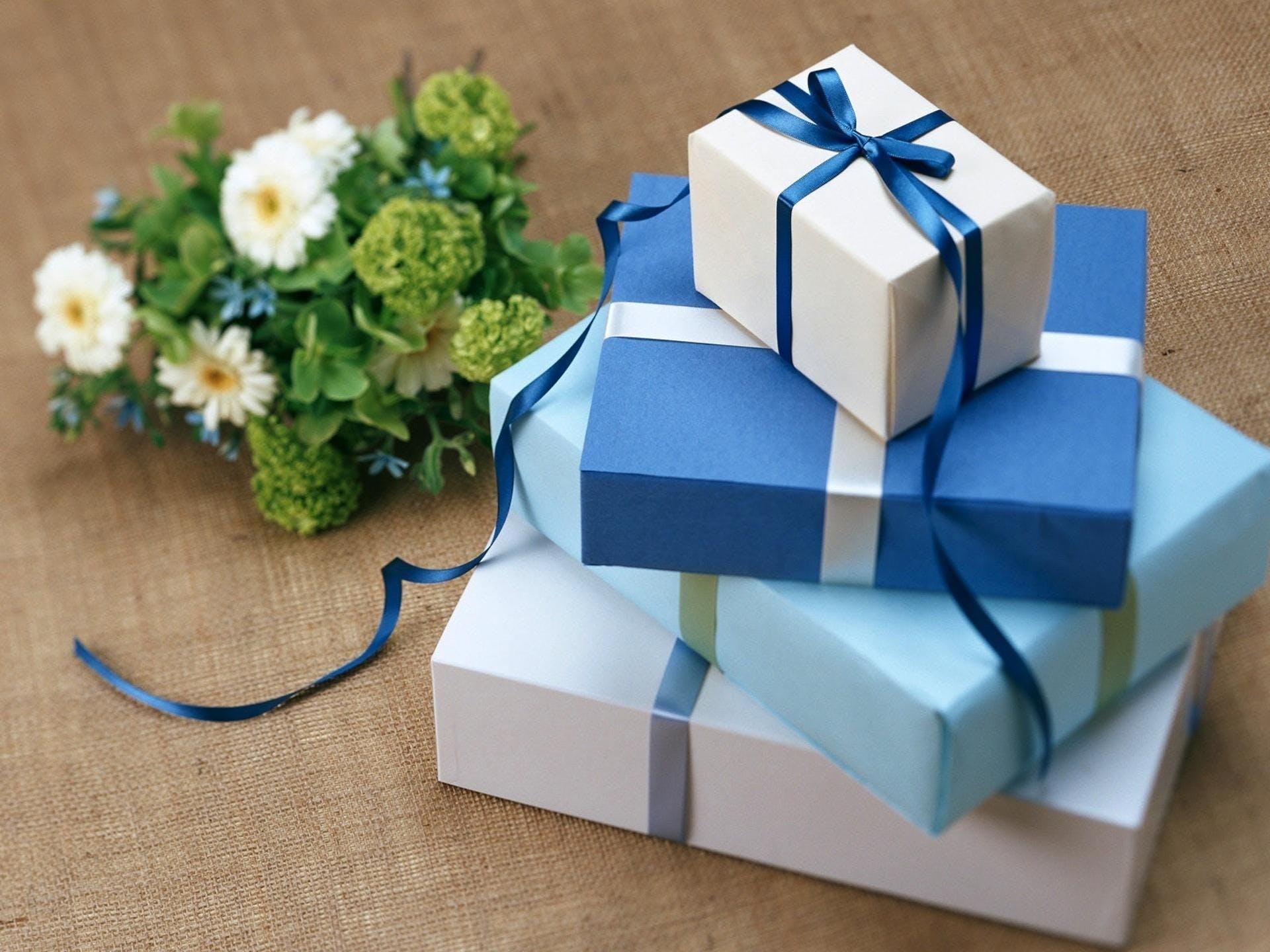 Kostenloses Stock Foto zu liebe, blau, geschenk, blume