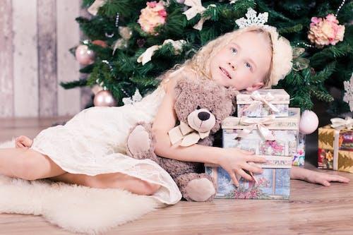 Foto d'estoc gratuïta de adorable, amor, arbre de Nadal, arc