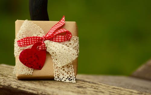 ahşap, ambalaj, armağanlar, Aşk içeren Ücretsiz stok fotoğraf