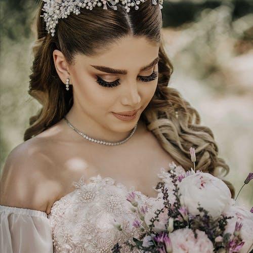 Photos gratuites de beau, belle femme, bouquet de fleurs, composition