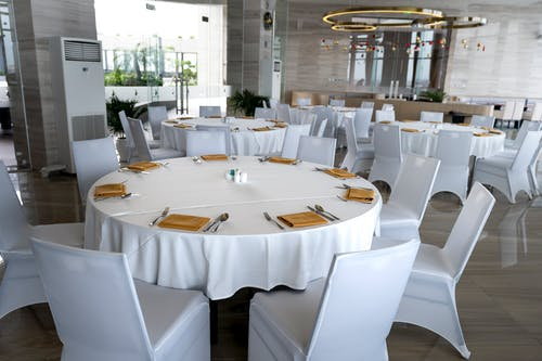 Round White Tables With Chairs