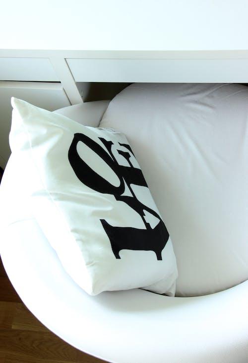 Foto profissional grátis de aconchego, amor, branco, cama