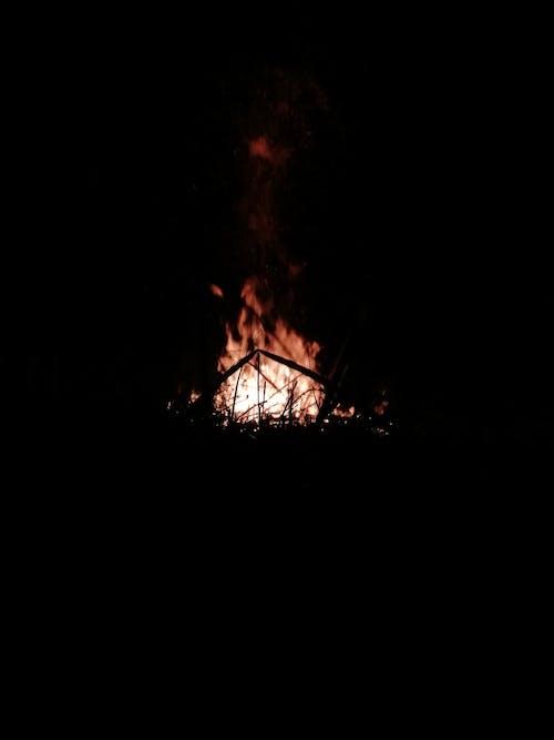 Immagine gratuita di campeggio, fuoco, fuoco di campeggio, luci