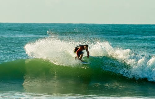 Безкоштовне стокове фото на тему «surfrider, surfs, дошка для серфінгу, Захід сонця»