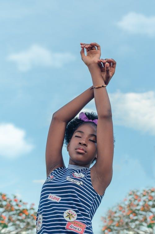 Fotobanka sbezplatnými fotkami na tému africké dievča, afro-americká dievča, bezstarostný, čelenka