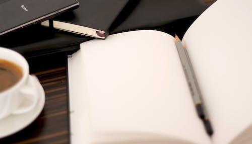 Ingyenes stockfotó bögre, ceruza, csésze, jegyzetfüzet témában