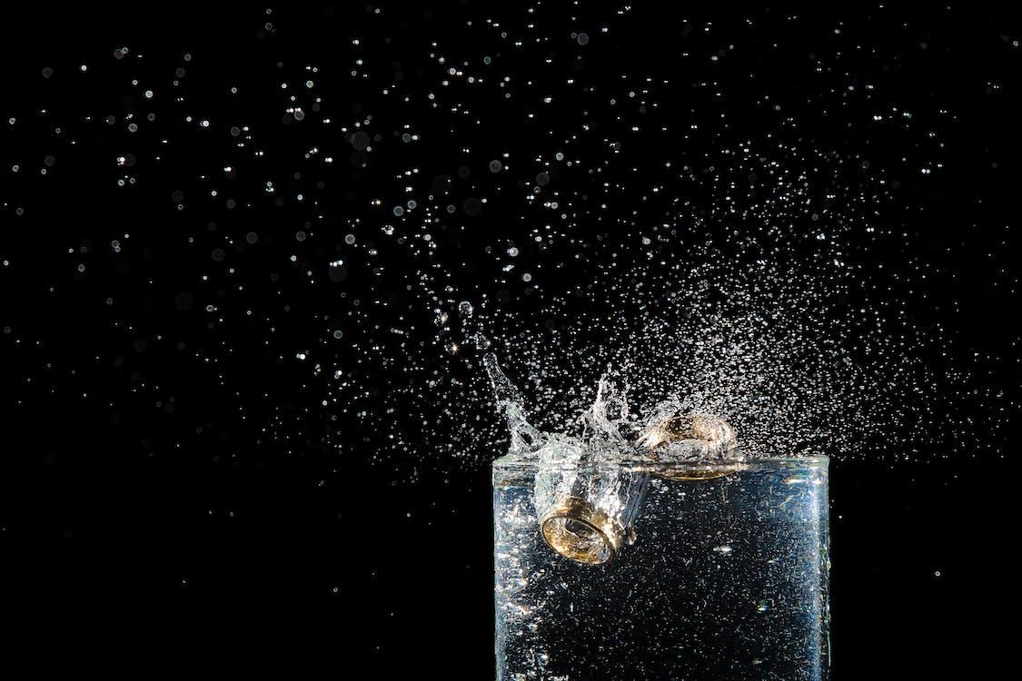 csobbanás, ital, ivópohár