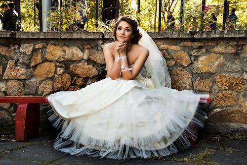Gratis stockfoto met bank, bruid, bruiloft, dame