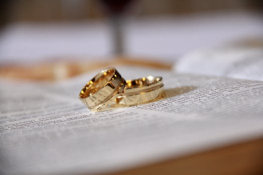 500 engaging wedding rings photos pexels free stock photos junglespirit Image collections