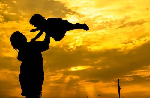 Foto d'estoc gratuïta de bebè, exposicions, groc daurat, mare