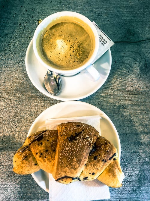 早餐, 牛角麵包, 義大利, 黑咖啡 的 免费素材照片