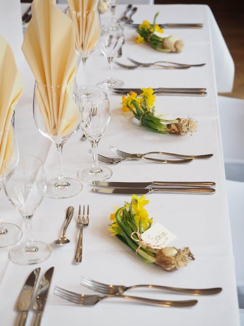 Δωρεάν στοκ φωτογραφιών με catering, ασημικά, γαμήλια τελετή, γυαλί