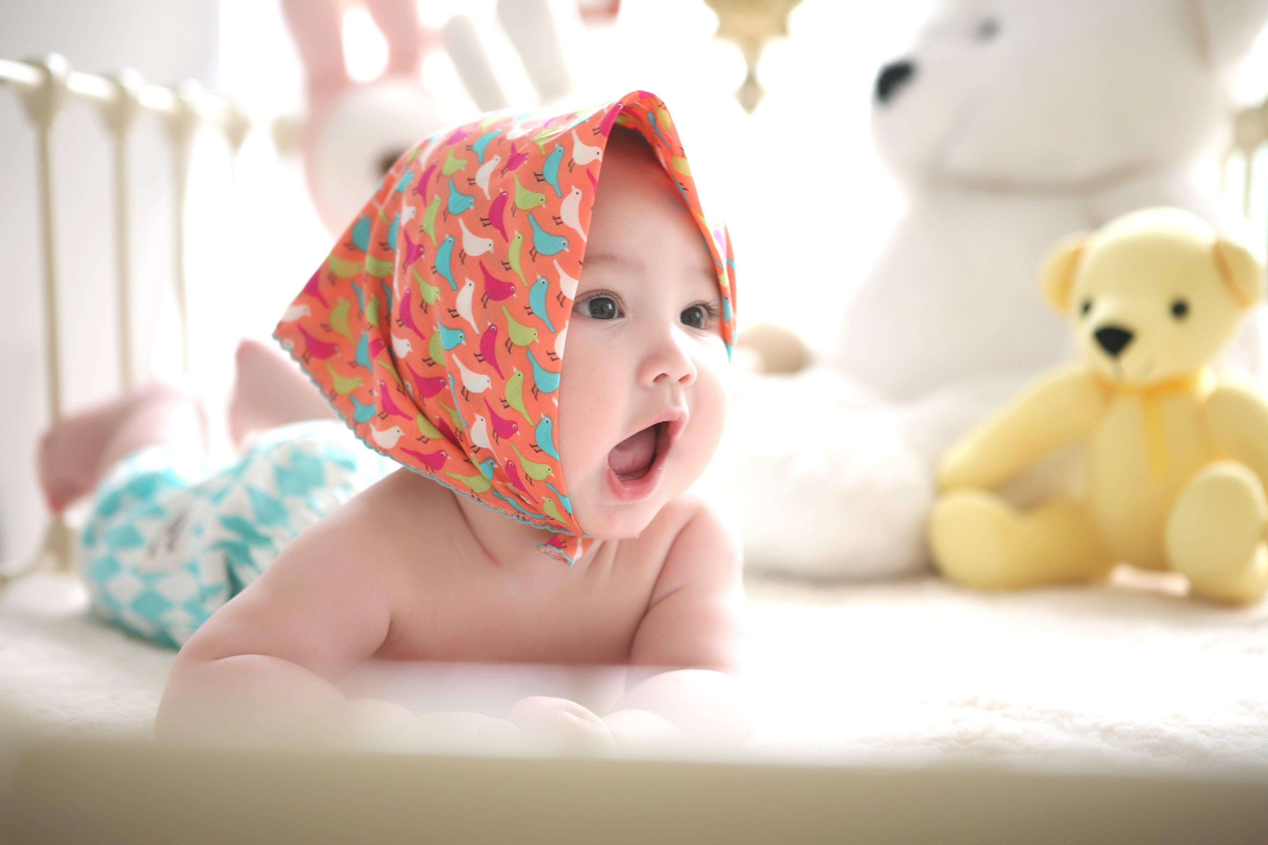 Kostenloses Stock Foto zu baby, bett, bezaubernd, drinnen