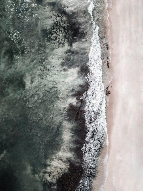 Бесплатное стоковое фото с берег моря, берег океана, вид с квадрокоптера, вид сверху
