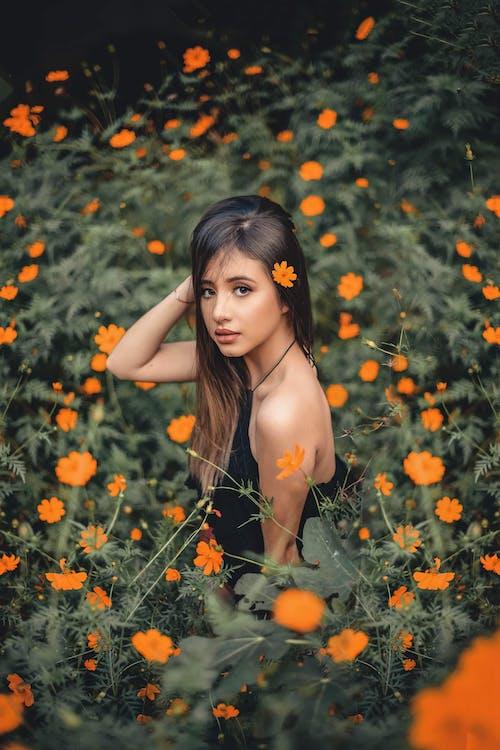 açık hava, aşındırmak, aşınmak, Asyalı kadın içeren Ücretsiz stok fotoğraf