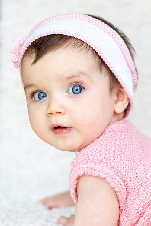 Gratis arkivbilde med baby, barn, bedårende, blå øyne