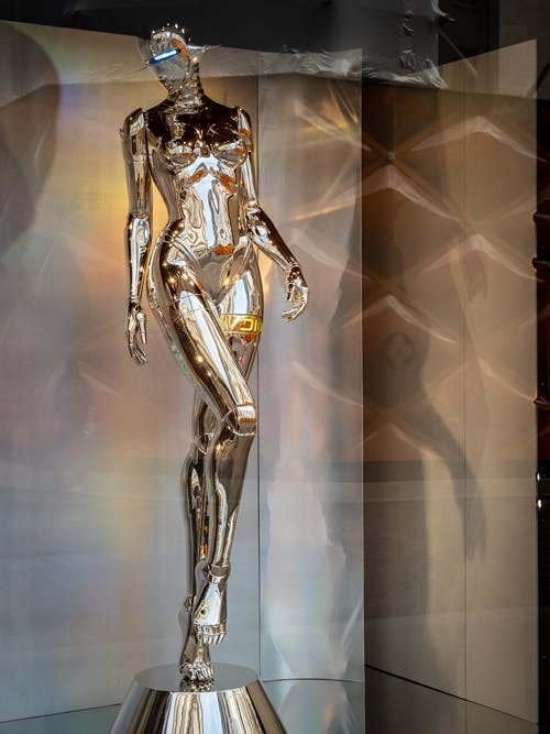 Photos gratuites de sculpture, statue, statue de chrome android cyborg femelle