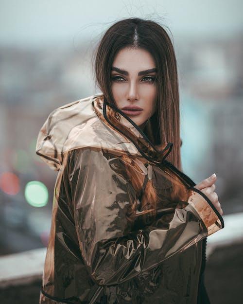 Ảnh lưu trữ miễn phí về áo mưa, cô gái da nâu, đàn bà, đẹp