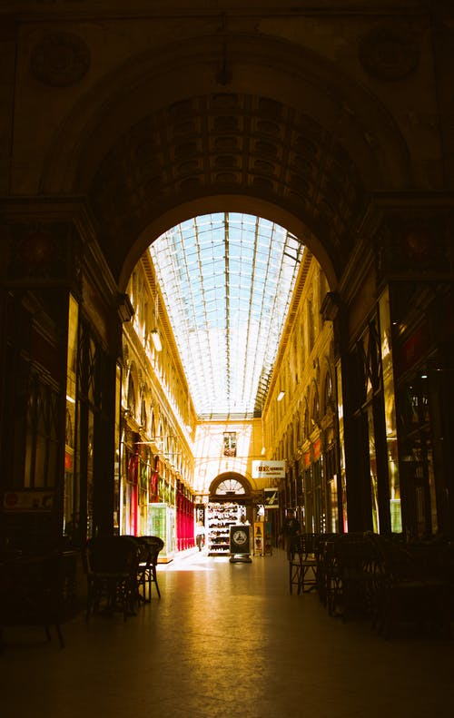 Foto profissional grátis de alameda, comércio, janelas de vidro