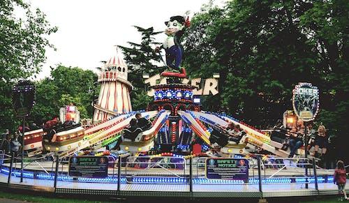 Fotobanka sbezplatnými fotkami na tému jarmočný, jasný, jazda, karneval
