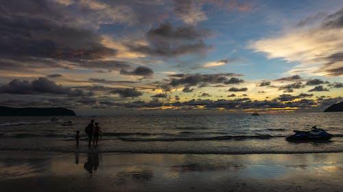 Безкоштовне стокове фото на тему «Захід сонця, море, небо, пляж»
