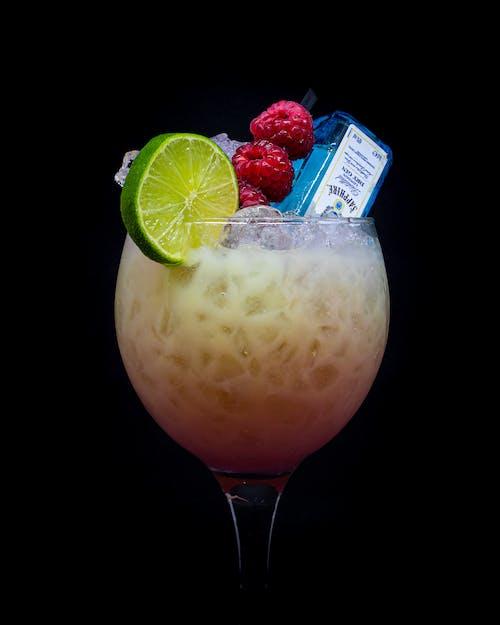 Безкоштовне стокове фото на тему «алкогольний напій, великий план, джин, застуда»