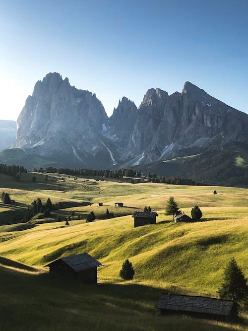 Бесплатное стоковое фото с гора, живописный, за городом, пастбище