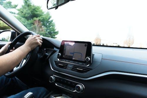 Gratis stockfoto met auto, autorijden, boord van de auto, GPS
