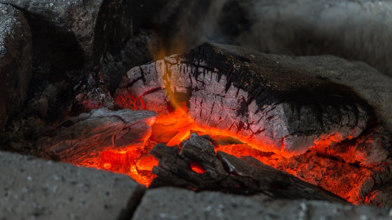dřevěné uhlí, hoření, hořet