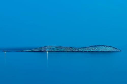 Foto d'estoc gratuïta de a l'aire lliure, aigua, cel blau, illa