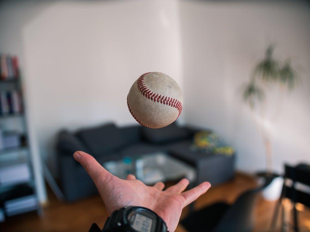 бейсбол, бросать, в помещении