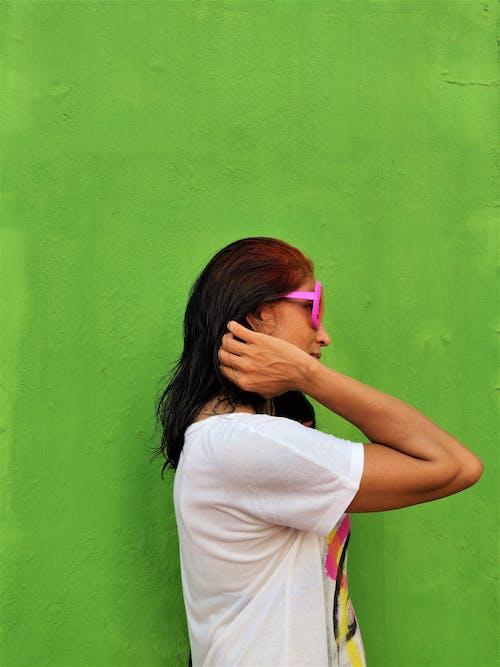 Ilmainen kuvapankkikuva tunnisteilla aikuinen, asu, aurinkolasit, brunette