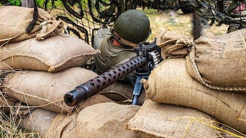Fotos de stock gratuitas de Ametralladora, apoyado, arma, arma de fuego