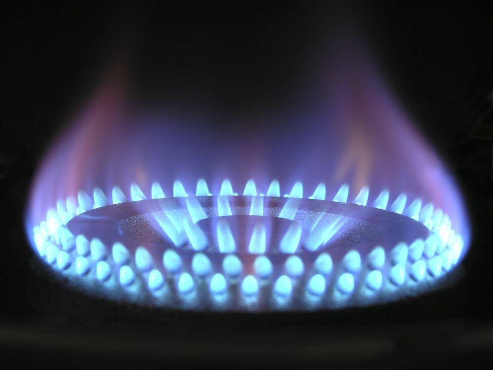 Gas alam merupakan contoh sumber daya alam yang tidak dapat diperbarui