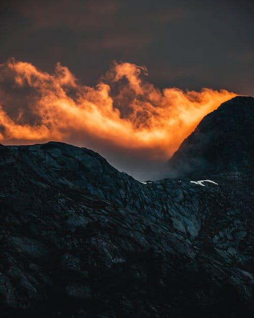 Kostenloses Stock Foto zu abend, abenteuer, berg, dämmerung