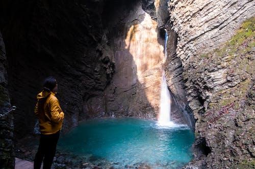 Photos gratuites de cascades, eau, eau bleue, jaune