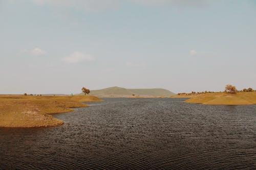 dağlar, gökyüzü, göl içeren Ücretsiz stok fotoğraf