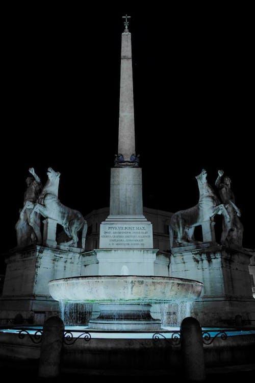 Fotobanka sbezplatnými fotkami na tému fontána, noc, Rím, Taliansko