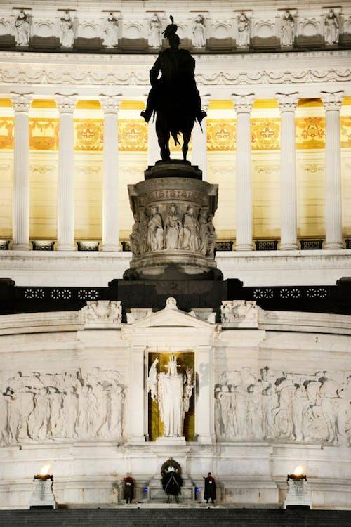 Kostenloses Stock Foto zu altare della patria, architektur, besichtigung, brunnen