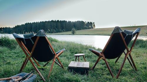 Foto d'estoc gratuïta de acampant, cadira, campament, capvespre