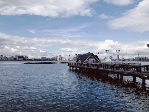 açık hava, ahşap iskele, ahşap platform, bulutlar içeren Ücretsiz stok fotoğraf