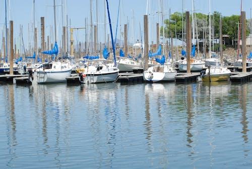 Photos gratuites de bateaux à quai