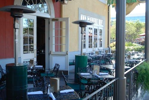 Photos gratuites de café, café de rue vide