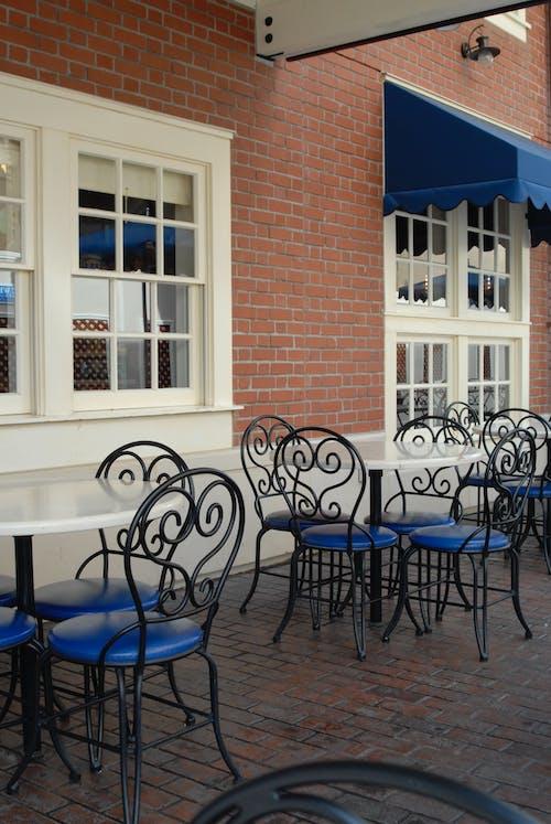 Photos gratuites de café de rue, chaises, déjeuner, rue